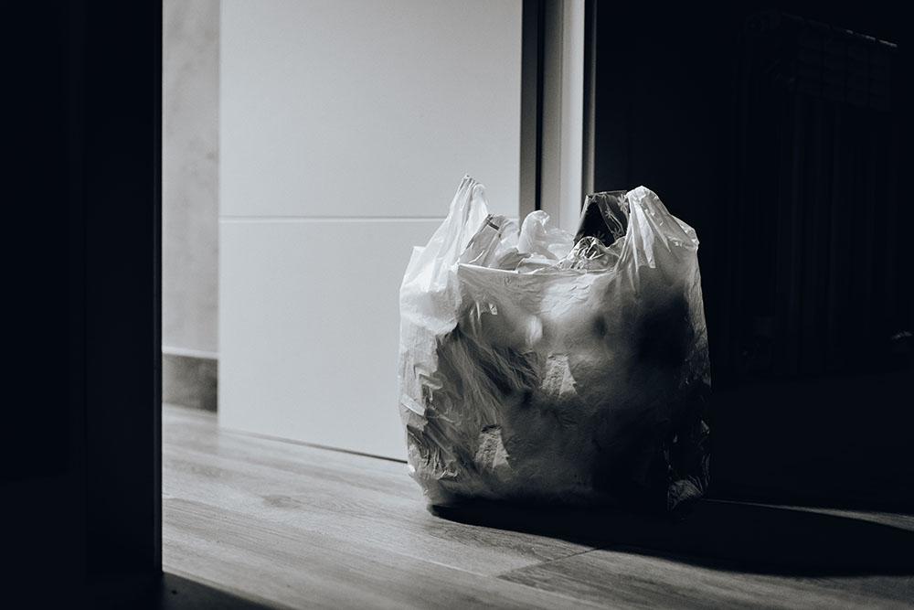 プラスチックの入ったビニール袋